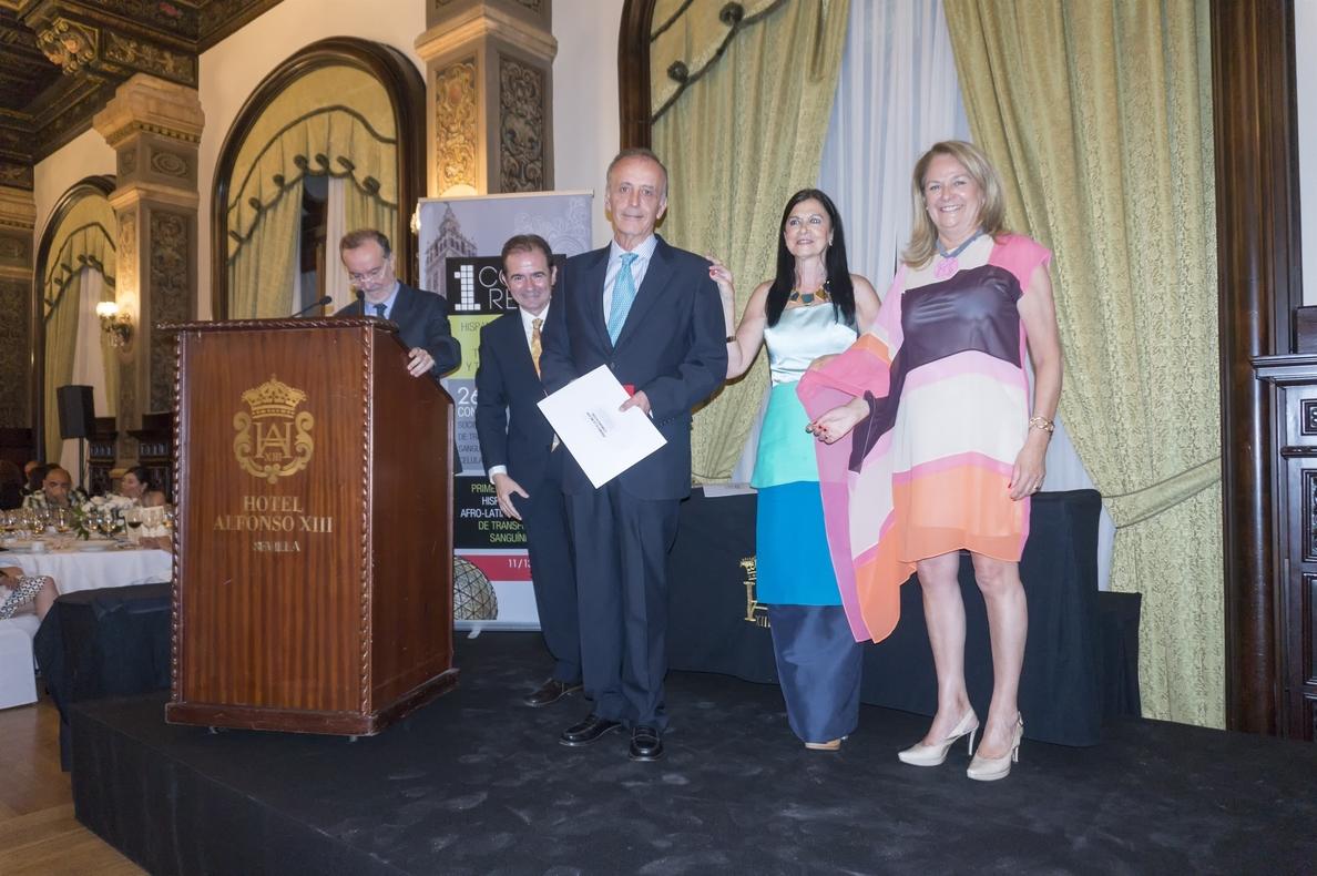 La Sociedad Española de Transfusión Sanguínea premia al Centro de Transfusión hispalense en su último congreso
