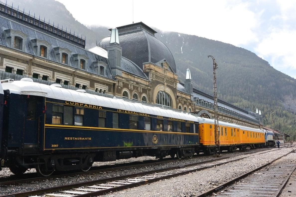 El Tren Azul realizará este sábado el trayecto Zaragoza-Canfranc en la recreación de la apertura de la estación