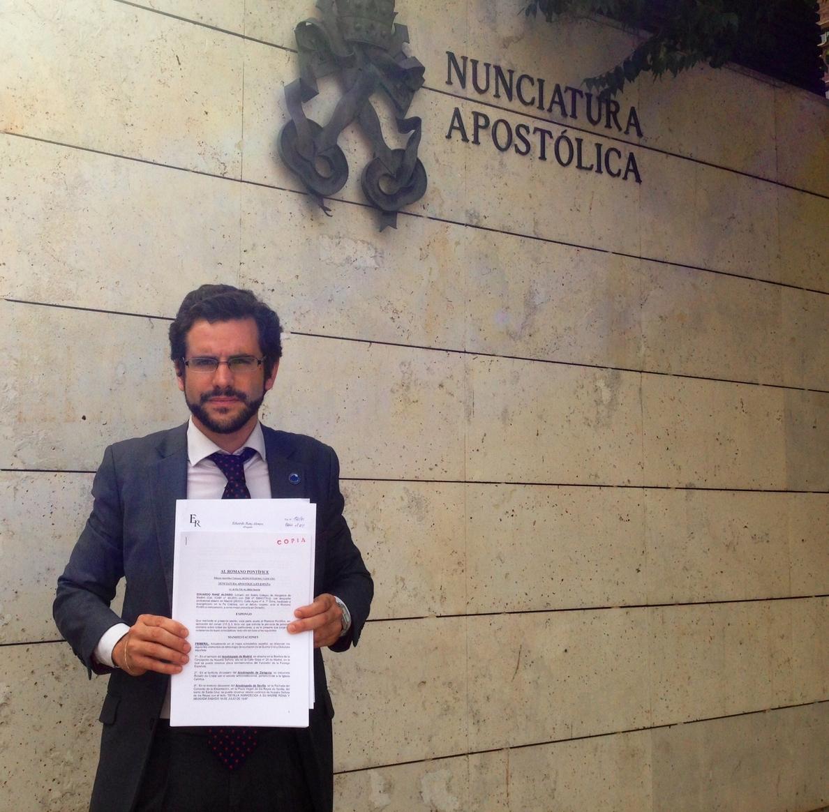 Un abogado pide al Vaticano retirar simbología franquista en la Iglesia y sacar los cuerpos de Franco y Primo de Rivera