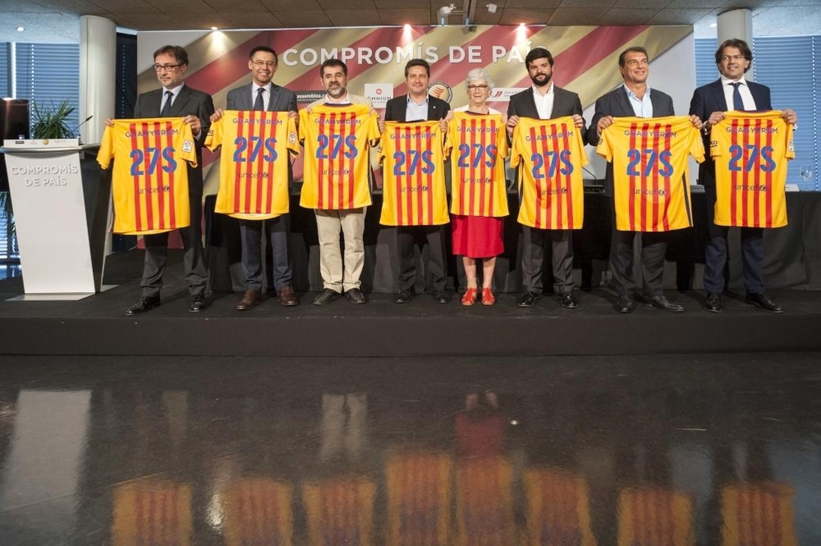 Los candidatos a presidir el FC Barcelona firman un compromiso de apoyo al derecho a decidir