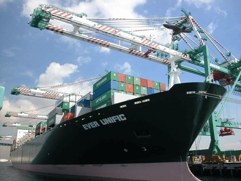 Las exportaciones caen un 15,2% hasta mayo y las importaciones suben un 1,4%