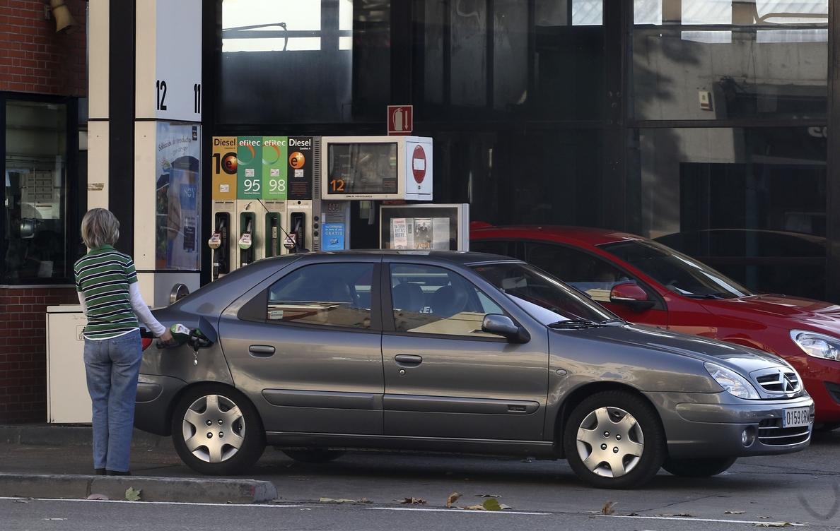 La gasolina se encarece un 0,37% y se sitúa por encima de los 1,33 euros, y el gasóleo se abarata un 1,69%