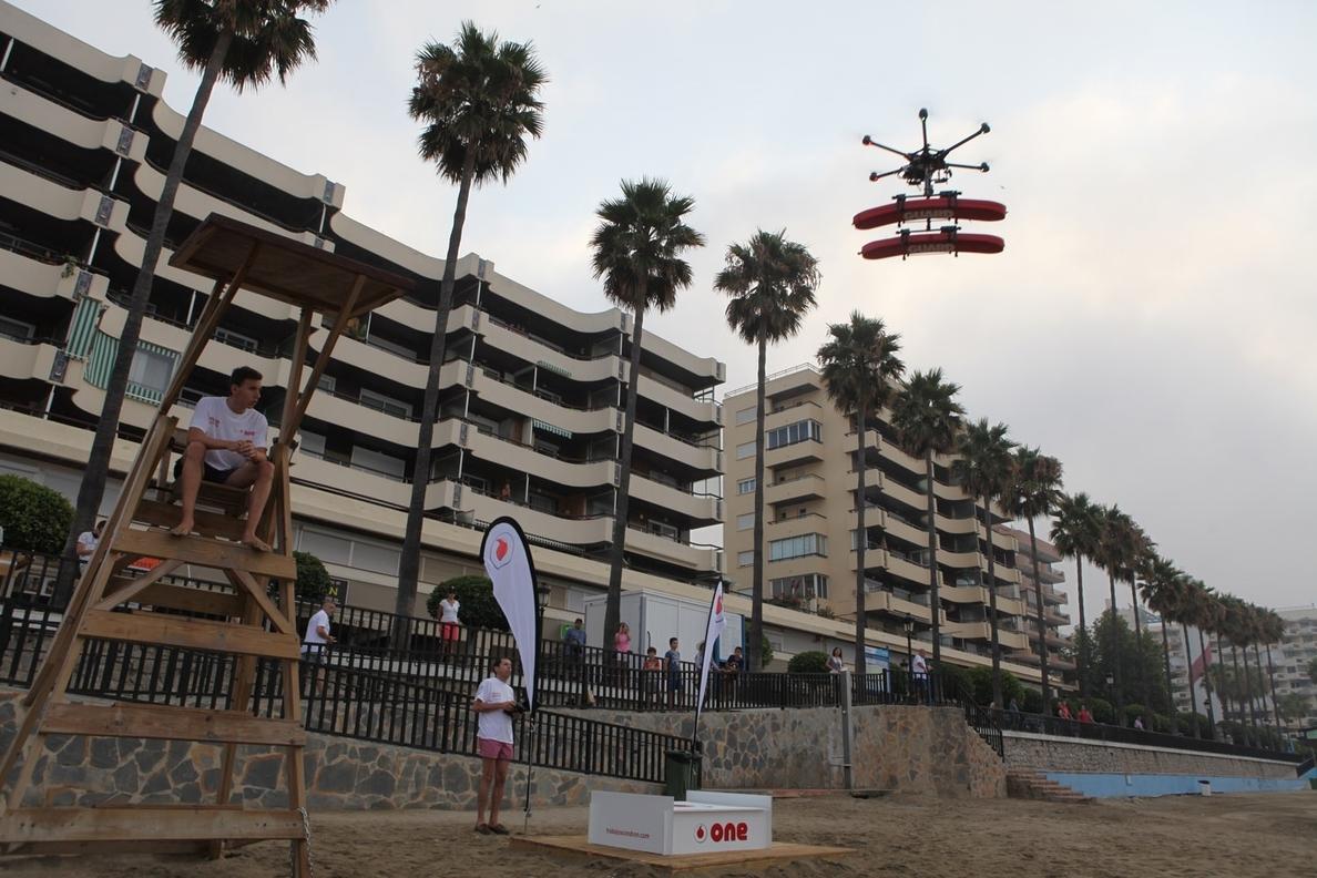 El puesto de vigilancia de la Playa de Ribadesella cuenta con equipos especiales de drones y pilotos socorristas