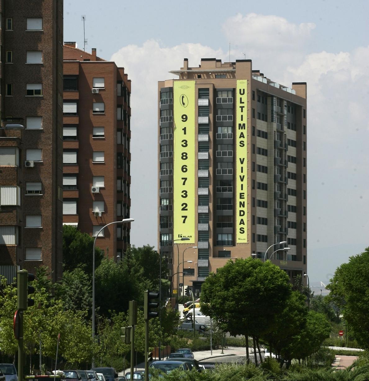 El »stock» de vivienda nueva cae un 5% en 2014, pero aún supera el medio millón de pisos, según Fomento