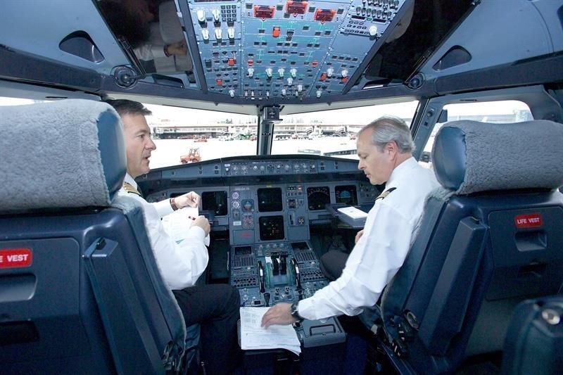 La UE recomienda vigilancia más estrecha de la salud de los pilotos tras accidente de Germanwings