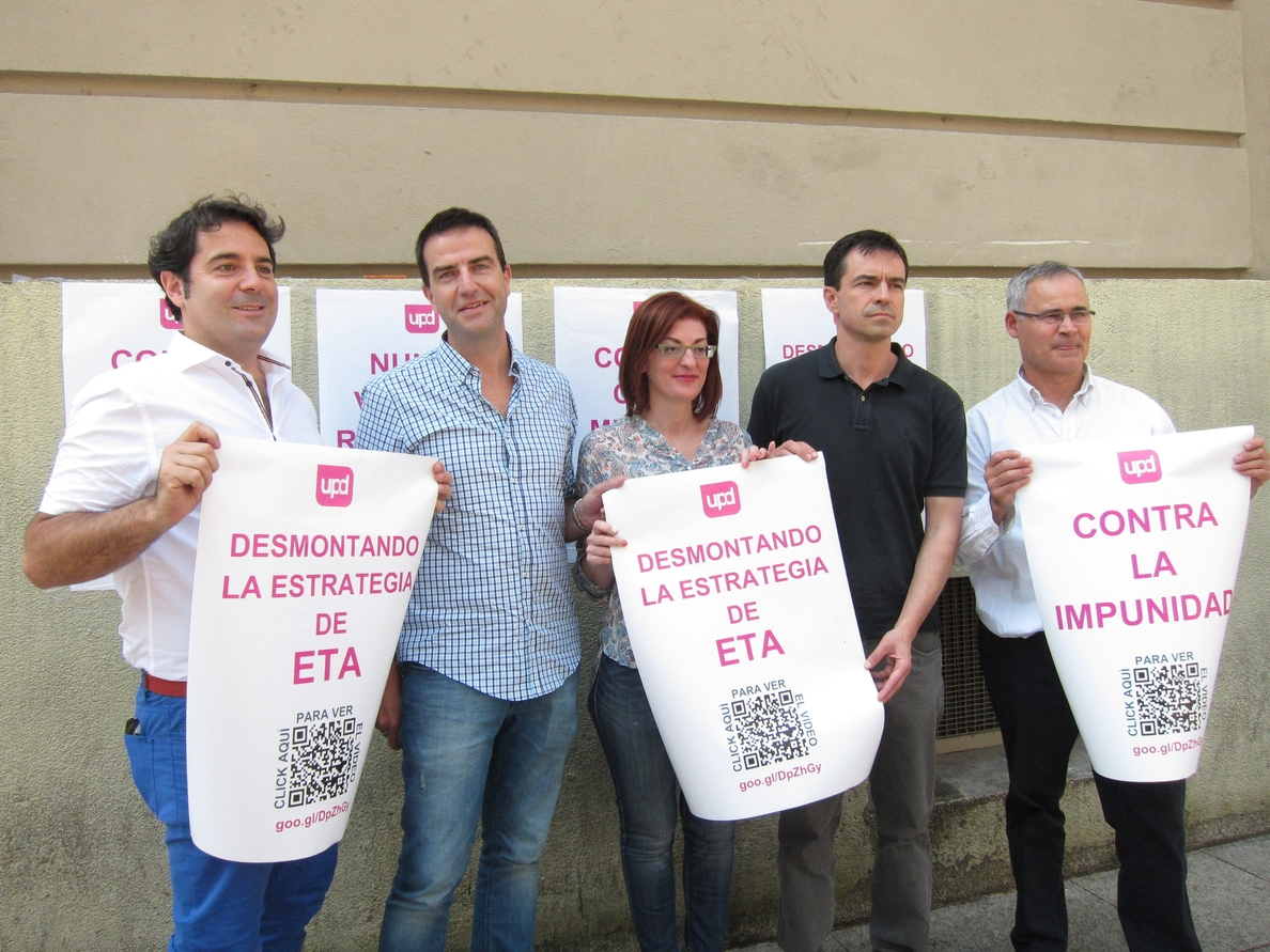 UPyD pega carteles en Pamplona para «desmontar a ETA» y criticar que sus «herederos» estén en las instituciones