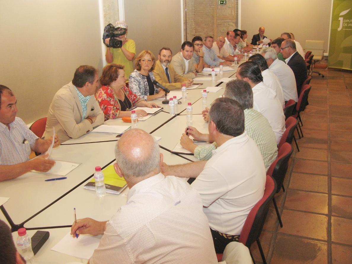 La consejera de Agricultura traslada el respaldo de la Junta a las reivindicaciones del sector oleícola
