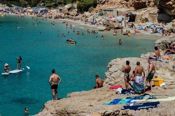 Las cifras de turistas internacionales caen un 65% en la primera mitad de 2020, informa la OMT