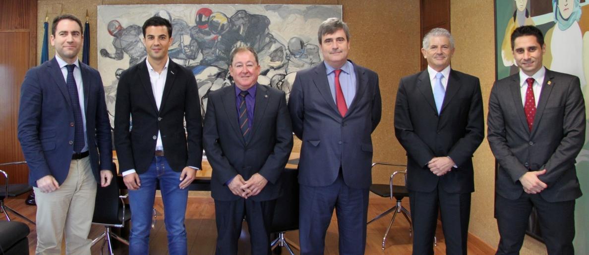 Cardenal recibe al campeón del mundo de marcha Miguel Ángel López en el CSD
