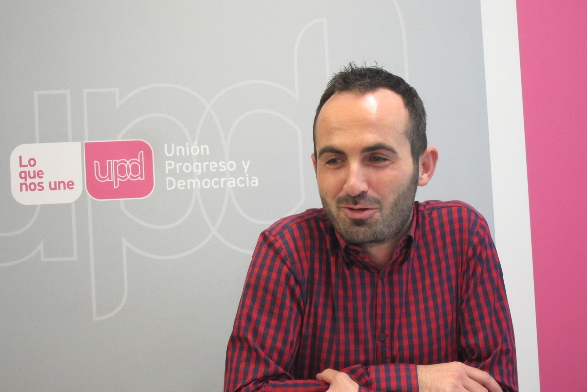 Adán Fernández (UPyD Asturias): «Lozano confirma la puñalada al partido y a los compañeros que confiaron en ella»