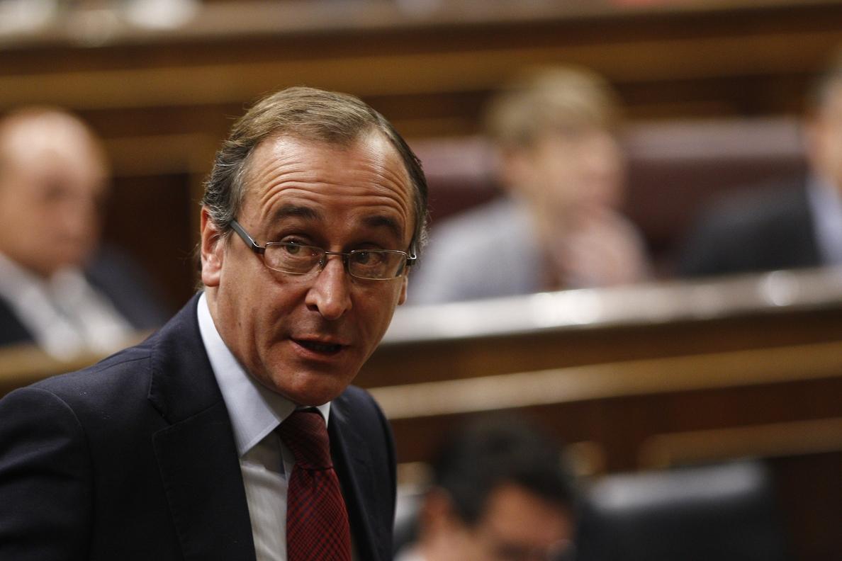 Alonso resta importancia a las críticas entre ministros pero cree que «en política la mejor virtud es la prudencia»