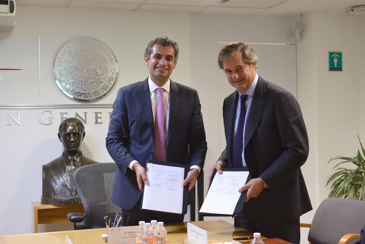 (Ampl.) Acciona firma un acuerdo con México para potenciar su negocio eólico en el país