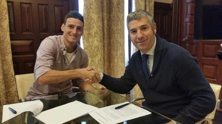 El Athletic Club premia el buen momento de Aduriz con su renovación hasta 2017