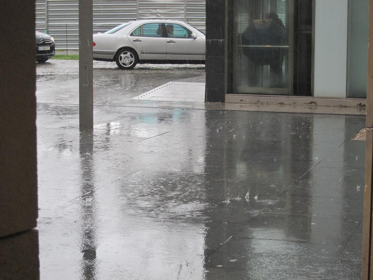 Aviso por lluvias y fuertes vientos este sábado en Huelva, Sevilla y Cádiz