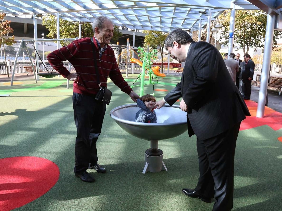 Ayuntamiento de Bilbao inaugura la cubierta y los juegos infantiles de Botica Vieja tras una inversión de 480.000 euros
