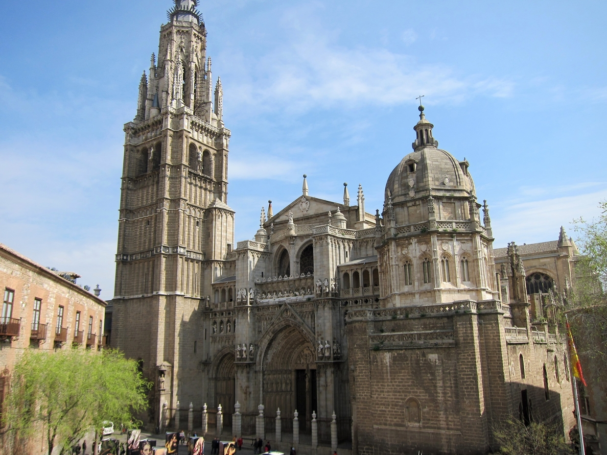 B+Safe instala un desfibrilador en la sacristía de la Catedral de Toledo a iniciativa de la Archidiócesis