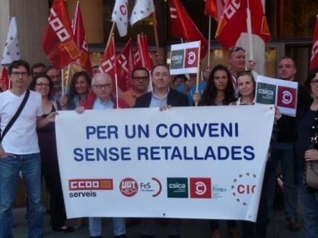 CCOO y UGT se concentran ante las sedes de las antiguas cajas de ahorro en defensa de un convenio sin recortes