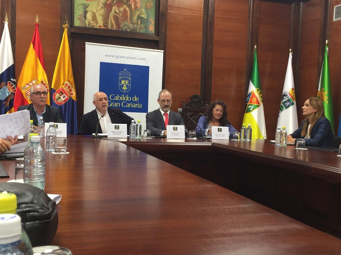 El Cabildo y REE firman la subrogación de la central Chira-Soria, «la gran pila» de Gran Canaria