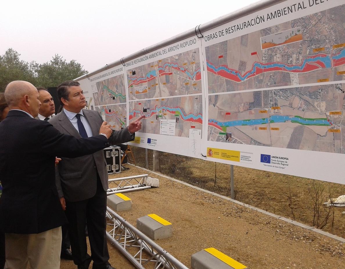 El Gobierno entrega al Aljarafe el restaurado entorno del arroyo Riopudio, el «pulmón verde» de la comarca