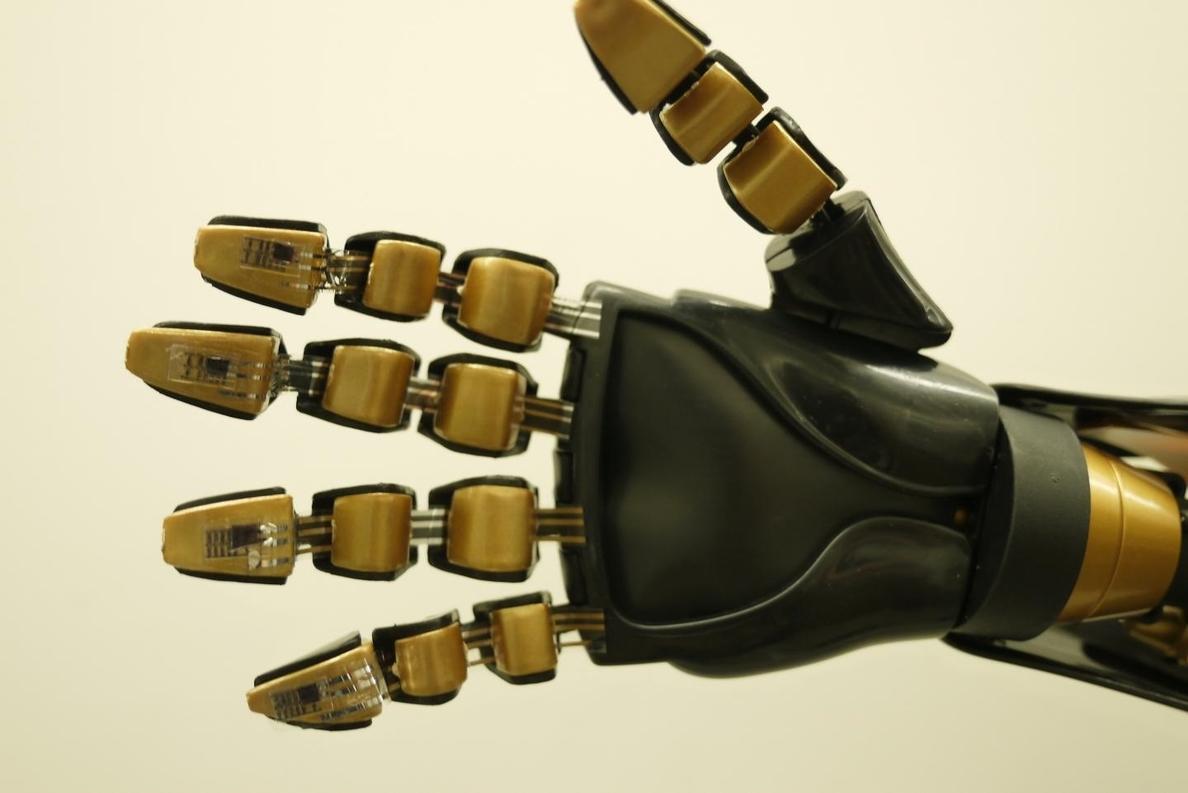 Ingenieros crean piel artificial que puede enviar sensación de presión a las células cerebrales