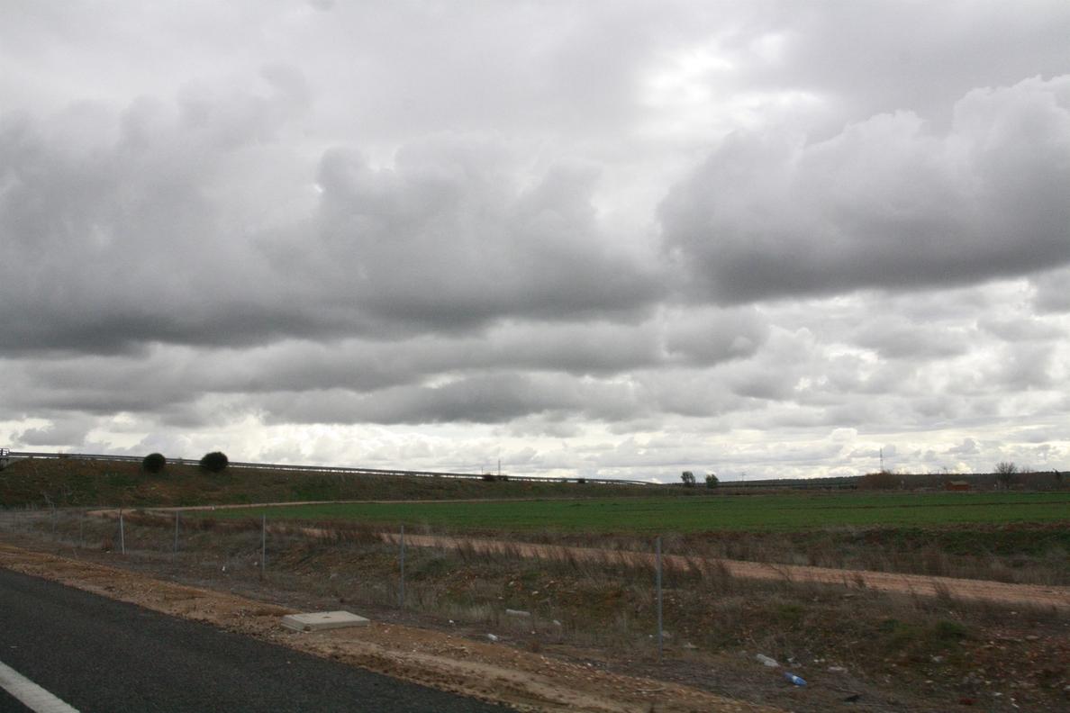Nubosidad abundante y precipitaciones en toda España menos Baleares, Cantábrico y Pirineos este fin de semana