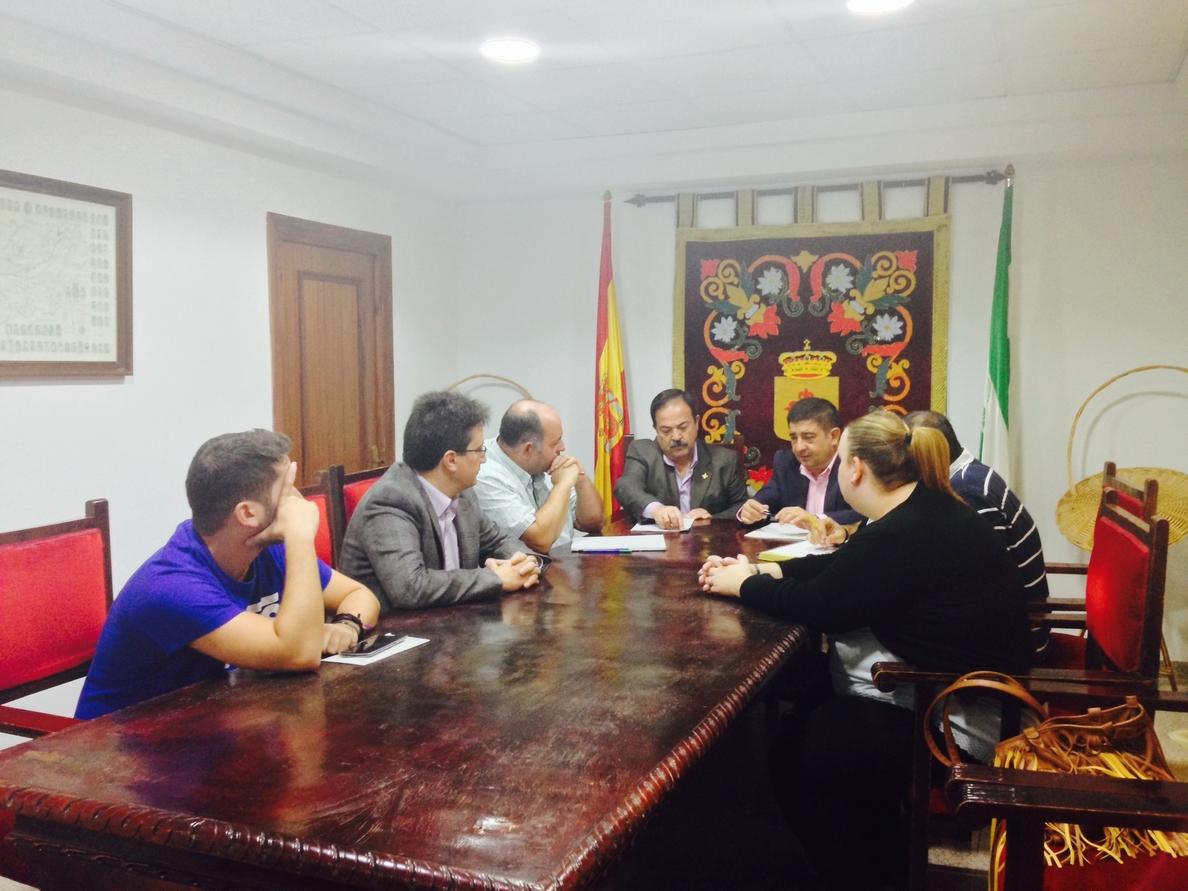 Reyes analiza en Jamilena con su alcalde las actuaciones de la Diputación