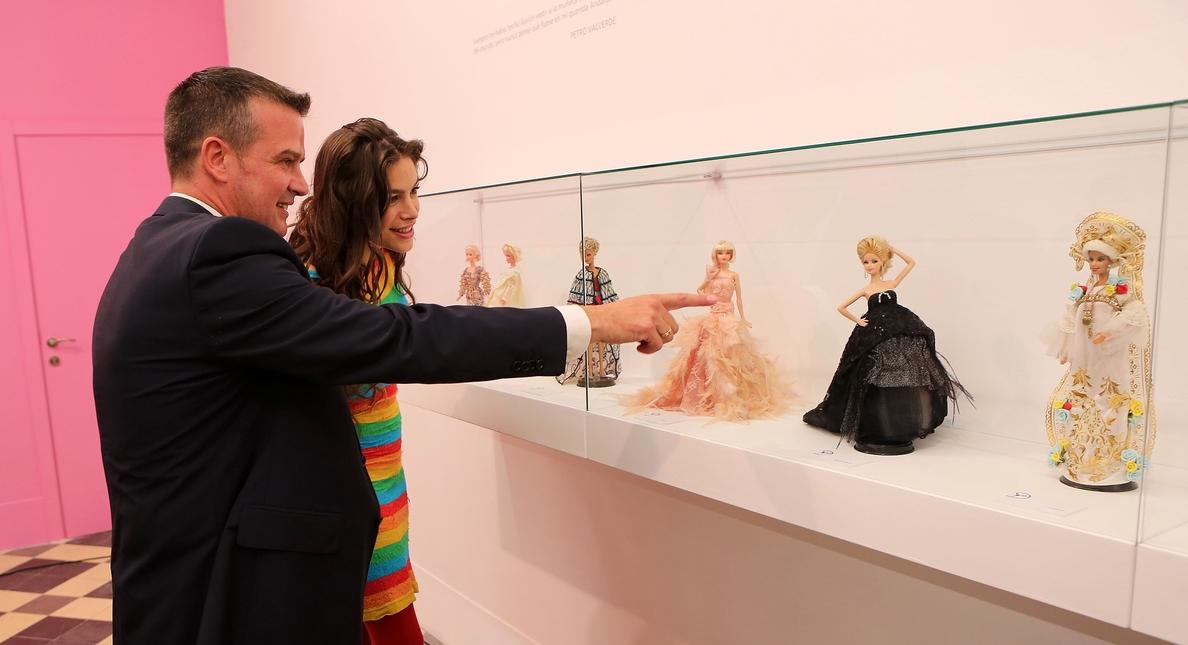 La Térmica acoge una exposición que recorre la historia de la moda a través de la muñeca Barbie