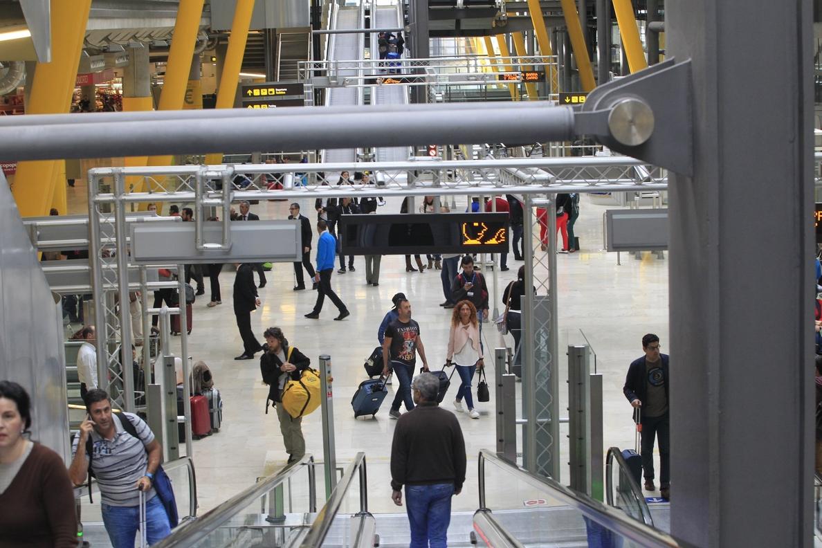 Las llegadas de pasajeros de aerolíneas »low cost» al aeropuerto de Barajas aumentaron un 35,3% hasta septiembre