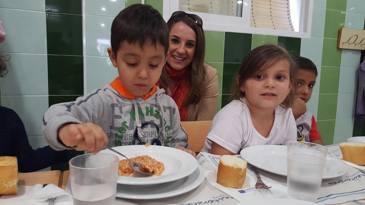 La delegada de Educación visita el nuevo comedor escolar del colegio Pedagogo García Navarro