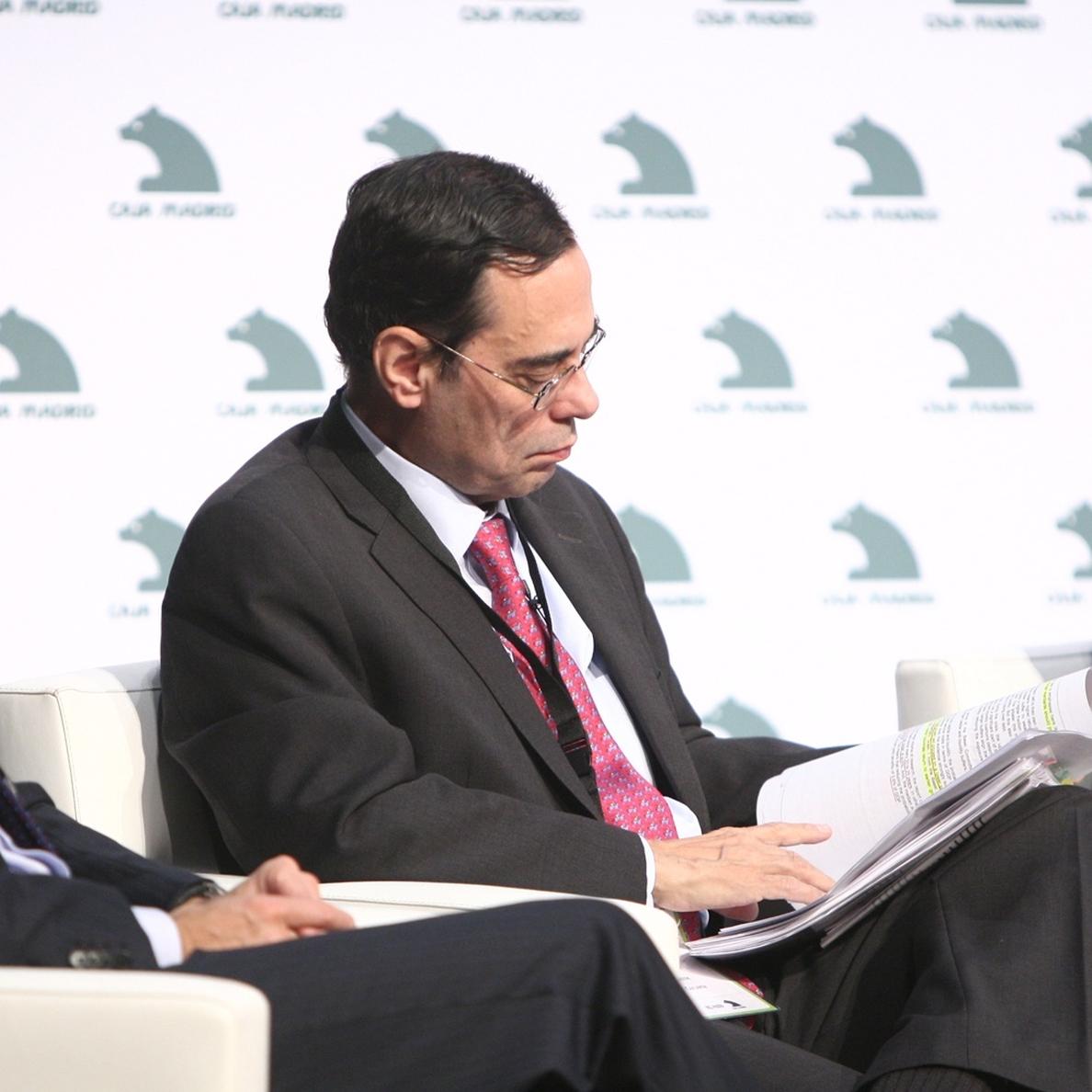 Caruana advierte de los riesgos acumulativos de mantener los tipos bajos