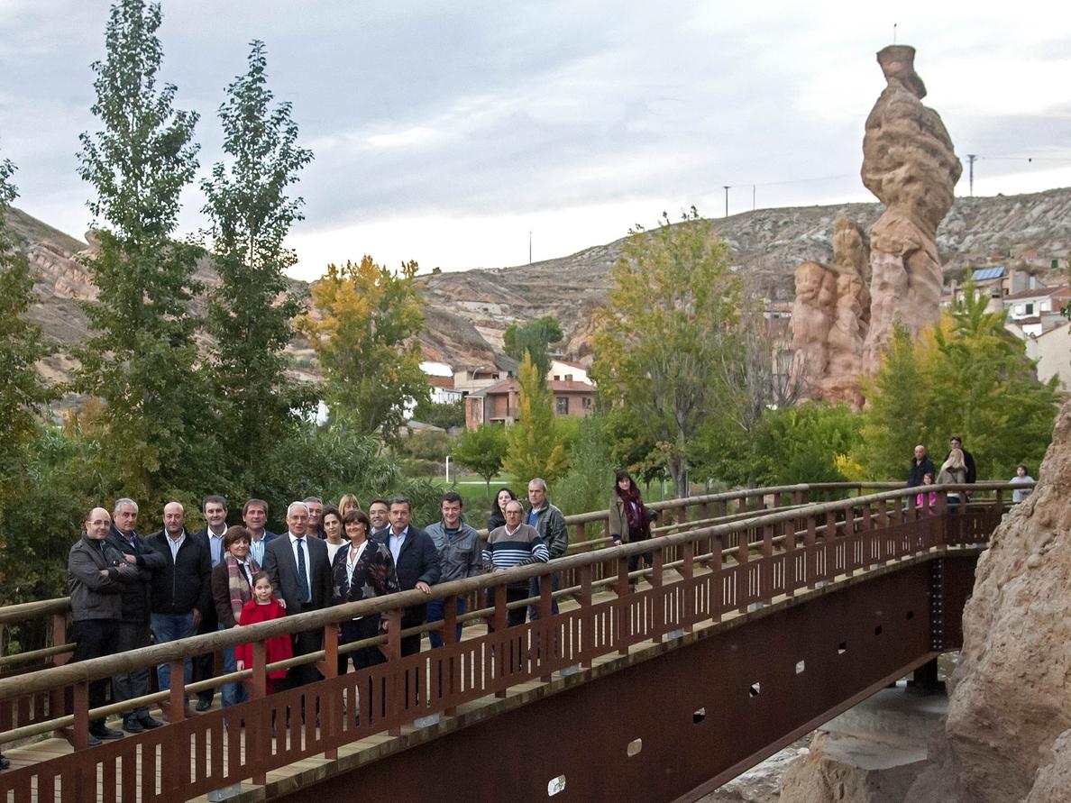 Ceniceros inaugura en Autol la pasarela de acceso al parque de los Picuezos