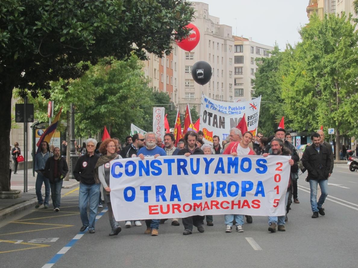 Cerca de 200 personas participan en Santander en la manifestación de las Euromarchas2015