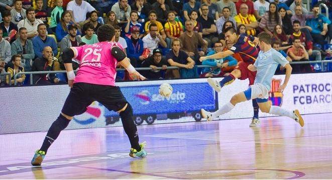 (Crónica) El FC Barcelona Lassa remonta al Santiago Futsal para seguir invicto
