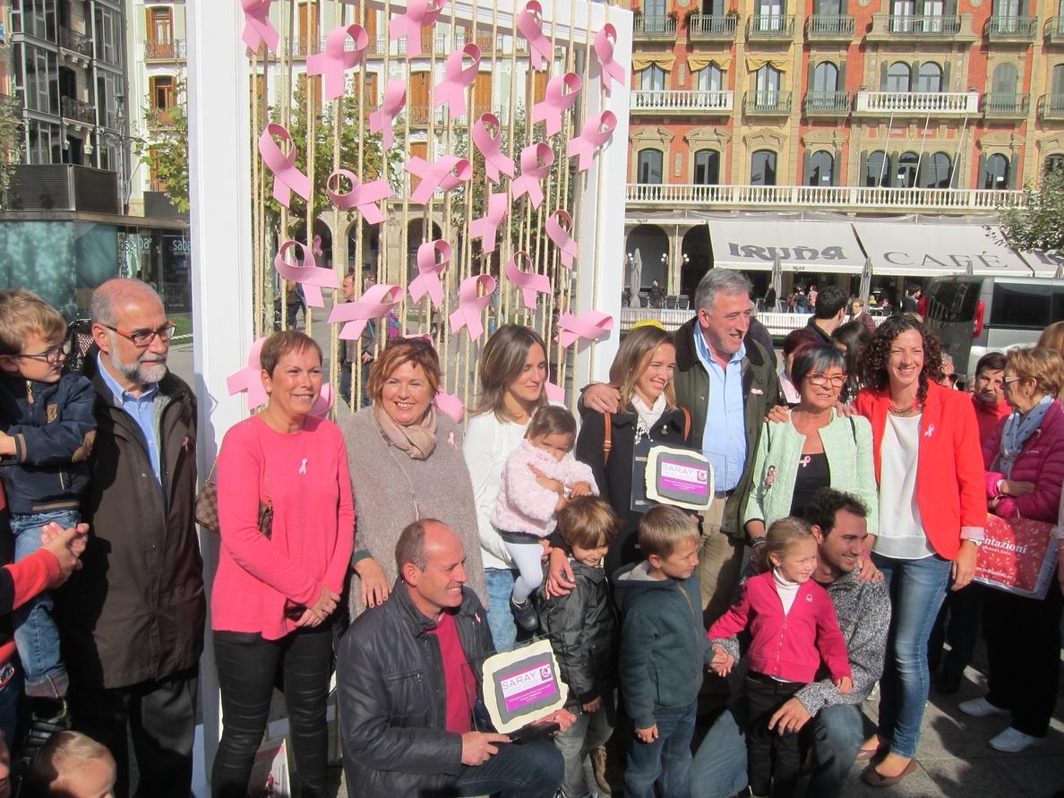 Navarra muestra su apoyo a la asociación Saray en el Día Internacional del Cáncer de Mama