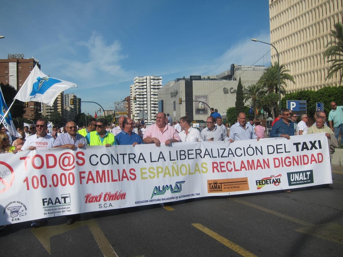 Taxistas confían en que la CNMC tenga en cuenta el respaldo del Ayuntamiento y de la Junta y dé marcha atrás
