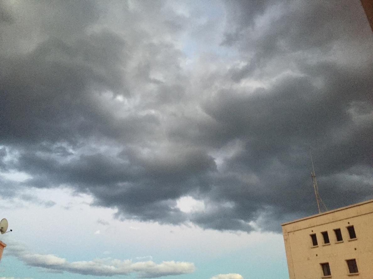 El riesgo amarillo por lluvias en Las Palmas y la isla de Tenerife concluye a las 12.00 horas de este sábado