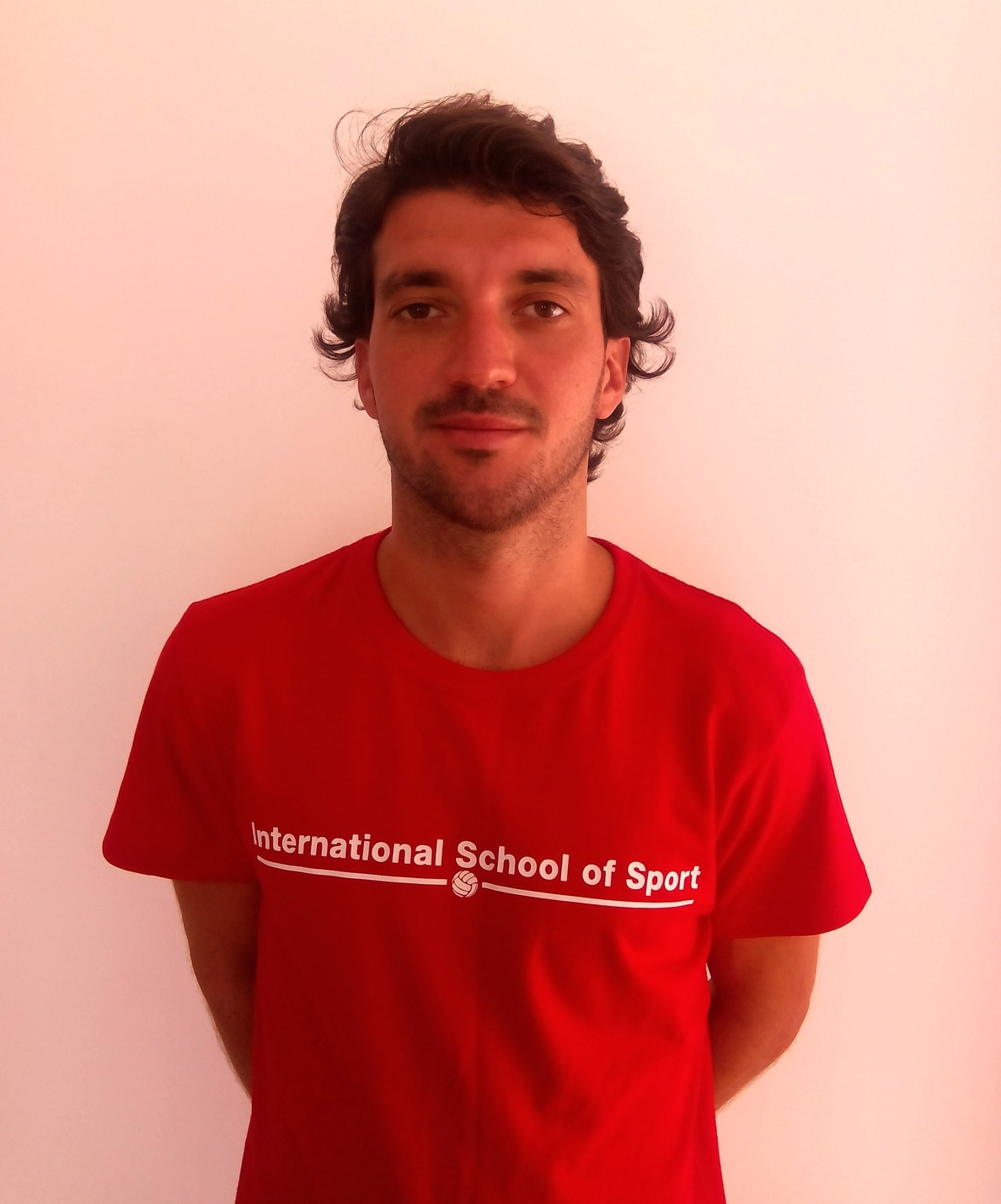 Un profesor de Educación Física de Murcia crea un nuevo estilo de clase en la que enseña inglés a través del deporte