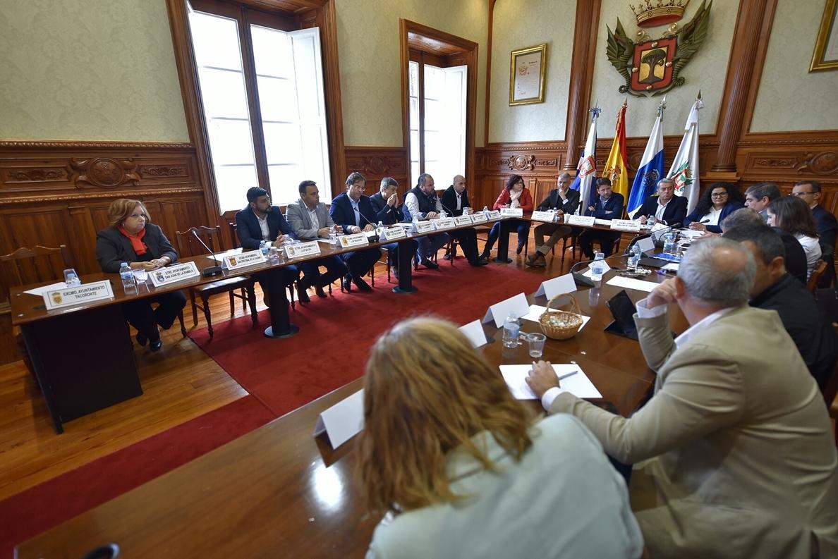 Alonso presenta a los alcaldes del Norte las propuestas para mejorar el tráfico en la autopista TF-5