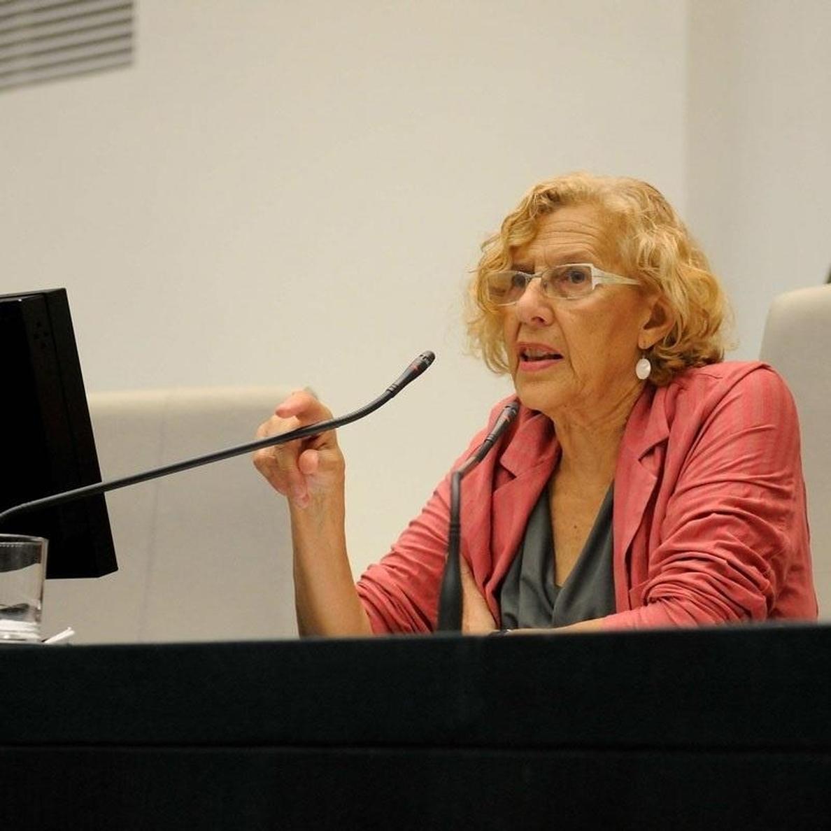 Maruja Torres sienta a Carmena en un diván en su último libro, que presenta este martes