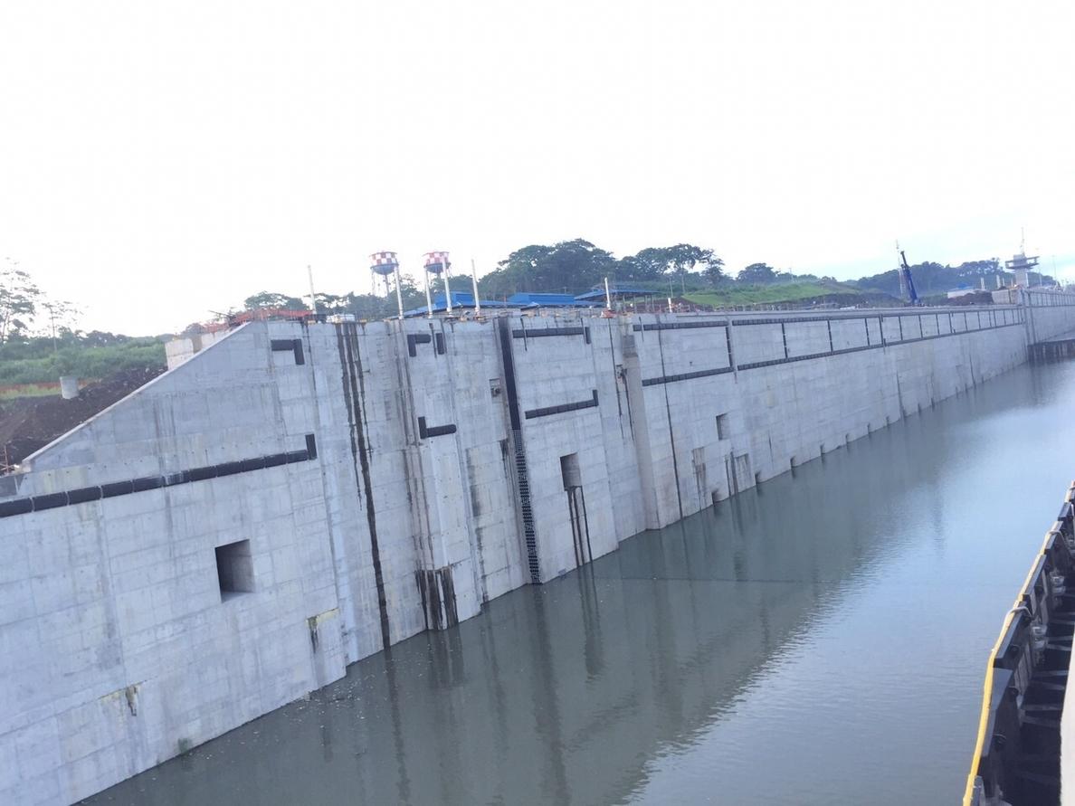 (Ampl.) La ampliación del Canal de Panamá se pondrá en servicio en 2016, según Pastor