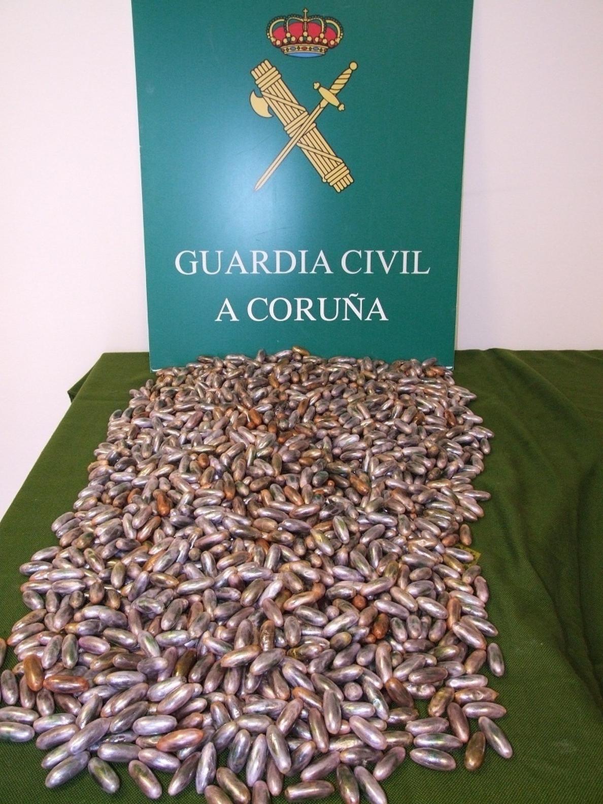 Detenido un vecino de Cambre (A Coruña) con un alijo de 1.600 bellotas de hachís escondido en el depósito del coche