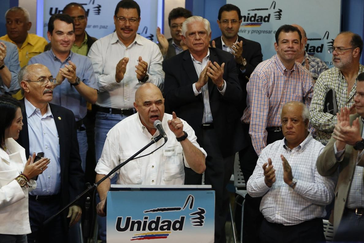 La oposición venezolana celebra la victoria de Macri en Argentina y augura «algo similar» para Venezuela