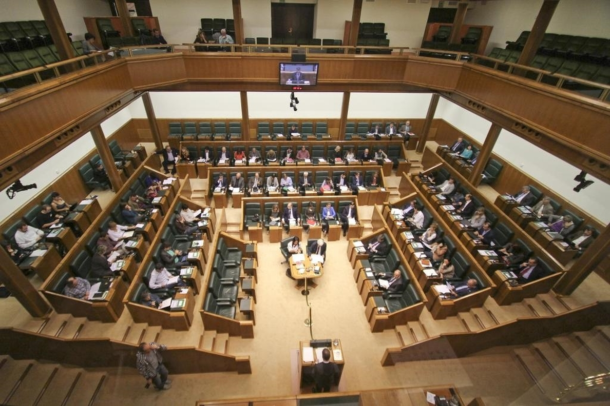Los partidos vascos acuerdan un comunicado de condena de los atentados terroristas