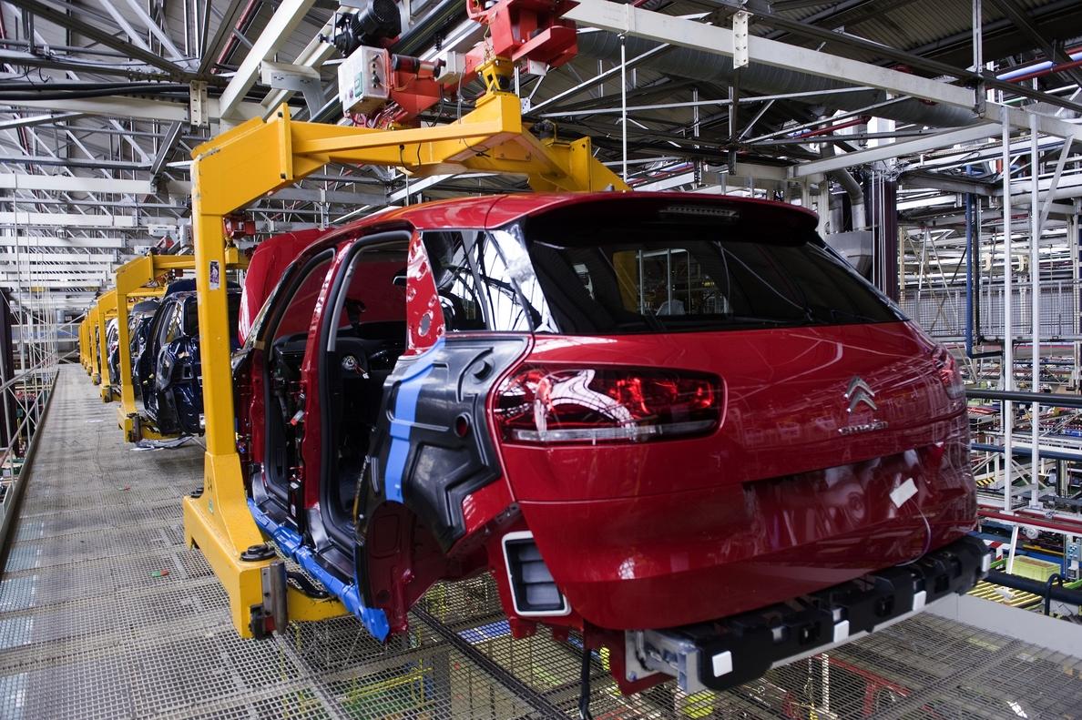 La producción de vehículos sube un 12,6% hasta octubre