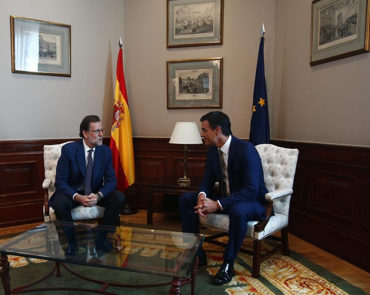 Sánchez le comunica a Rajoy que piensa abrir un diálogo con otras fuerzas y el presidente insiste: gran coalición