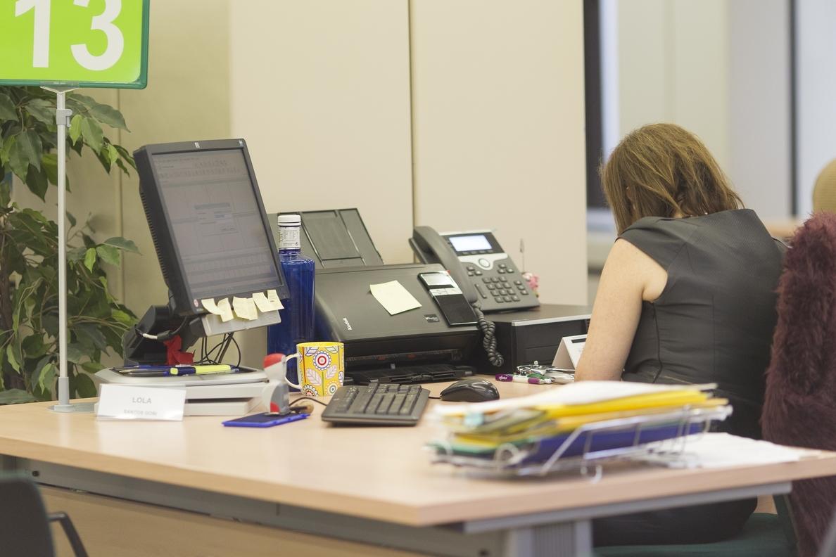 CSIF propone negociar ya un decreto para revisar salarios y plantillas en la Administración