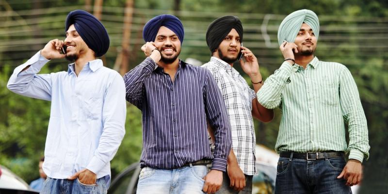 Mil millones de indios van a tener 4G gratis gracias a un millonario