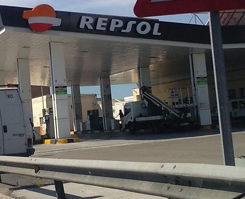 Repsol y Correos ofrecerán un servicio de recogida de paquetes en 500 gasolineras a final de año