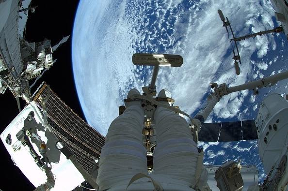 Un equipo de astronautas rusos y estadounidenses llega a la Tierra tras 172 días en la ISS