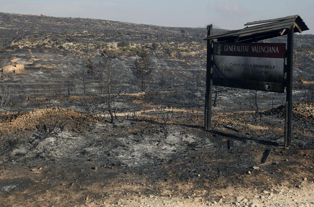 El incendio de Bolulla ya ha sido acotado gracias a la mejor climatología